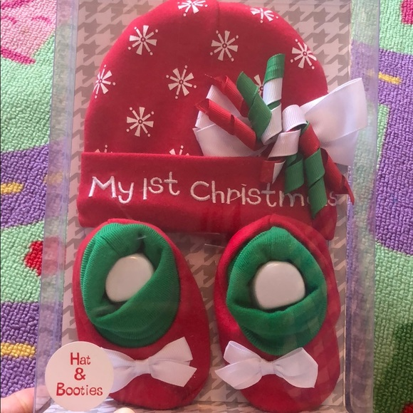 Baby Essentials Other - Christmas Hat and booties